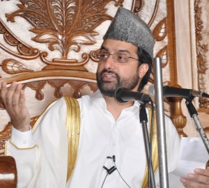 Shun 'military policy', 'will support dialogue to resolve Kashmir issue, Mirwaiz to GOI