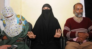 Handwara-girl-flanked-by-her-parents-addressing-presser