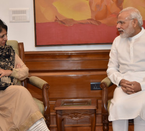 Mehbooba calls on Modi, Urges Hurriyat to come forward for dialogue