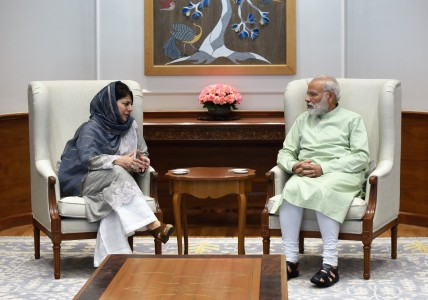 Would follow Vajpayee's policy in Kashmir: Modi to Mehbooba
