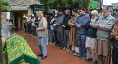 Dead body brought to incarcerated Geelani's home for leading funeral prayers