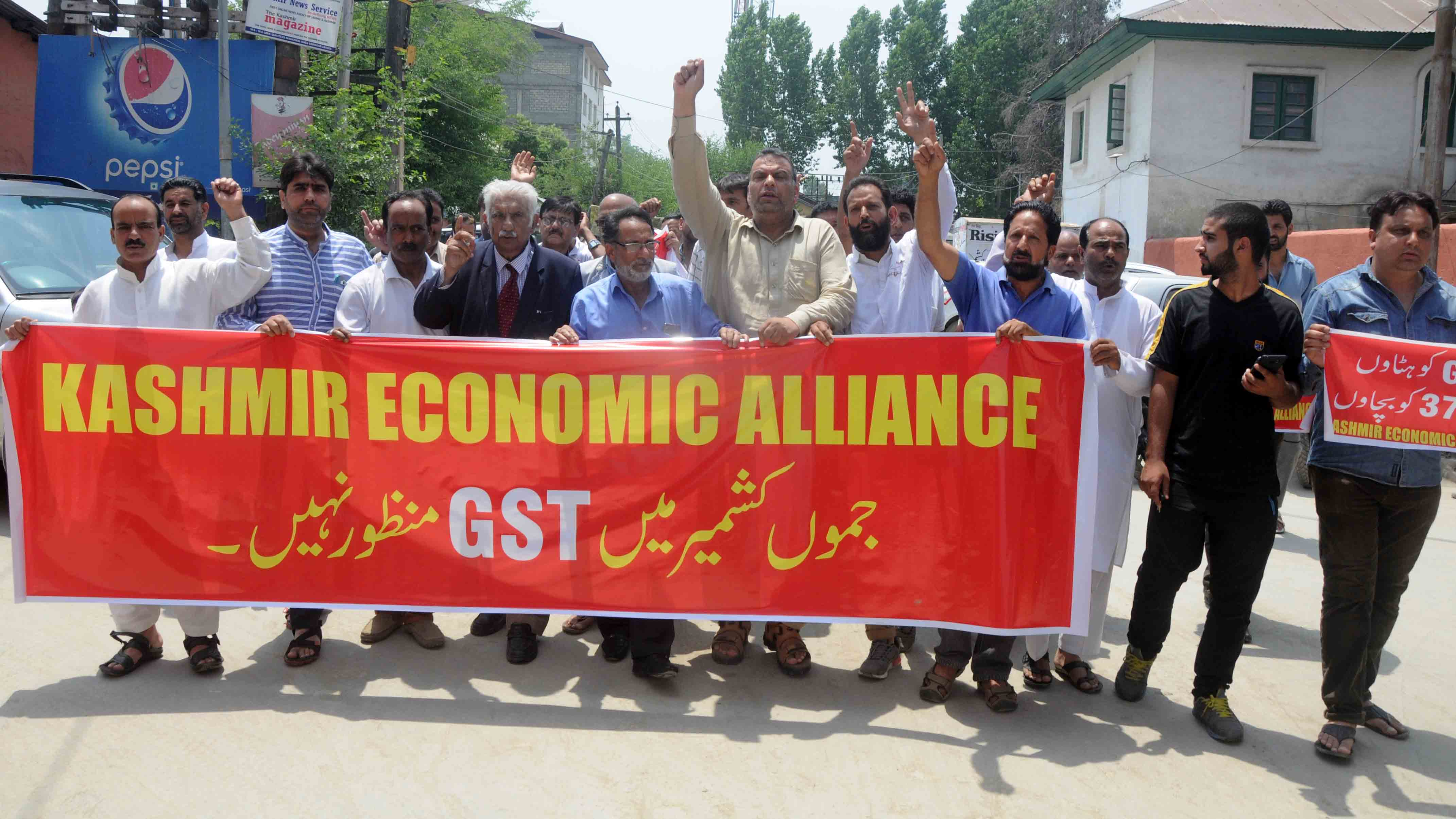 Kashmir Economic Alliance President Farooq Dar two dozen traders arrested in Kashmir capital1 (2)