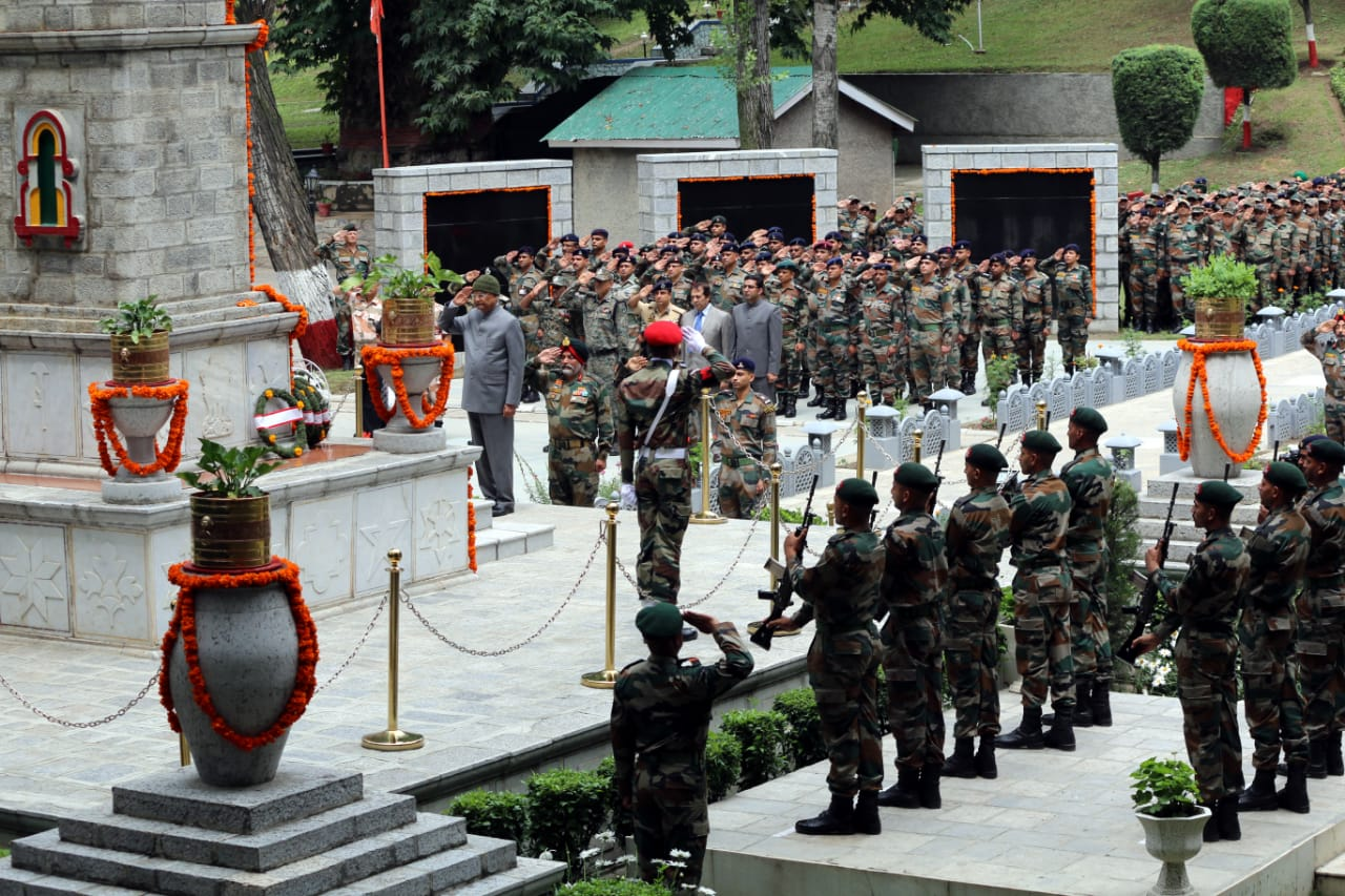 President of India arrives in Srinagar, paid tributes to